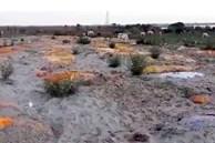 Sau vụ xác chết trôi dạt trên sông Hằng, Ấn Độ tiếp tục phát hiện hàng chục thi thể vô danh bị chôn vùi dưới cát