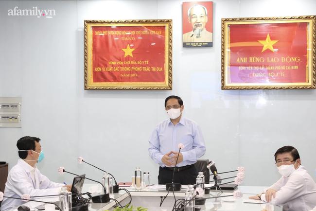 Thủ tướng tức tốc vào TP.HCM kiểm tra Bệnh viện Chợ Rẫy, cảnh báo tư tưởng lơ là mất cảnh giác trong chống dịch COVID-19-3
