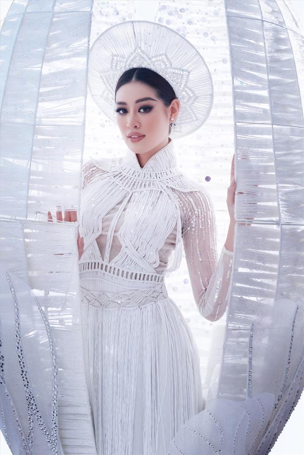Đêm thi quốc phục Miss Universe: Khánh Vân một mình cặm cụi trong hậu trường, dàn đối thủ mạnh bắt đầu tung hết 100% sức lực-7