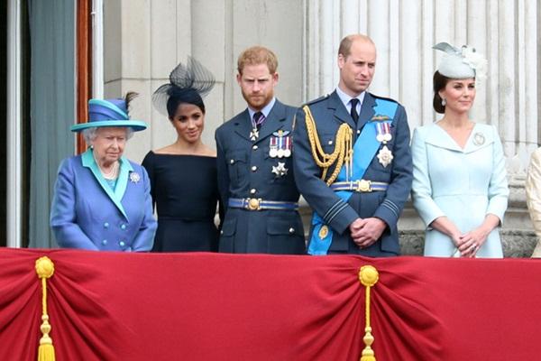 Harry tiết lộ gây sốc về cuộc sống tù túng trong Hoàng gia Anh, đưa ra sự so sánh có thể làm tổn thương Nữ hoàng cùng gia đình-3