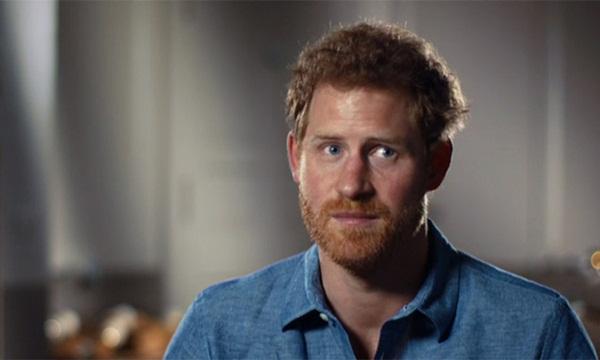 Harry tiết lộ gây sốc về cuộc sống tù túng trong Hoàng gia Anh, đưa ra sự so sánh có thể làm tổn thương Nữ hoàng cùng gia đình-1