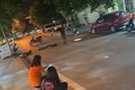 Kinh hoảng khoảnh khắc xe máy 'kẹp' 3 cô gái tự đâm vào cột điện, 2 người chết tại chỗ, 1 người nguy kịch