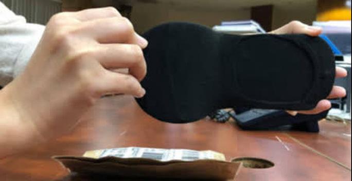 Đặt mua giày online, khách tá hỏa vì nhận được đôi vớ-2