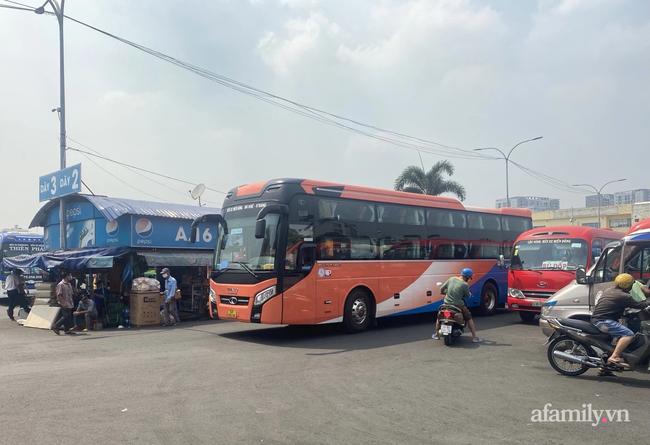 KHẨN: TP.HCM yêu cầu xe khách, taxi không dừng và đón trả khách tại vùng có dịch từ 0h ngày 15/5-2