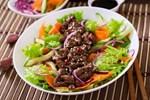 Công thức salad bò bít tết lạ miệng, hấp dẫn cho bữa tối