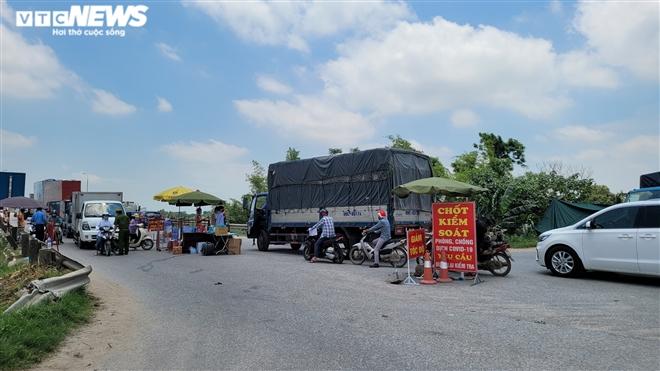 Ổ dịch lớn nhất Bắc Ninh vắng lặng chưa từng thấy trong cao điểm chống COVID-19-11