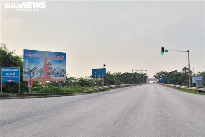 Ổ dịch lớn nhất Bắc Ninh vắng lặng chưa từng thấy trong cao điểm chống COVID-19-2