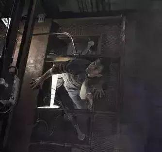 Từ vụ cậu bé 13 tuổi chết thương tâm khi tìm cách thoát khỏi thang máy gặp nạn: Dạy trẻ những kỹ năng này khi gặp tình huống tương tự-7
