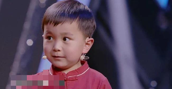 Cậu bé 4 tuổi đã biết hàng ngàn từ vựng, ai cũng ngỡ là thần đồng nhưng chỉ nhờ 1 việc làm đơn giản của bà ngoại-1