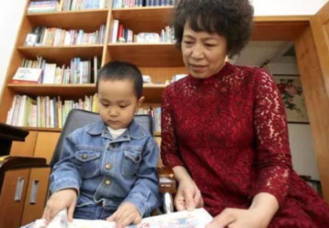 Cậu bé 4 tuổi đã biết hàng ngàn từ vựng, ai cũng ngỡ là thần đồng nhưng chỉ nhờ 1 việc làm đơn giản của bà ngoại-5