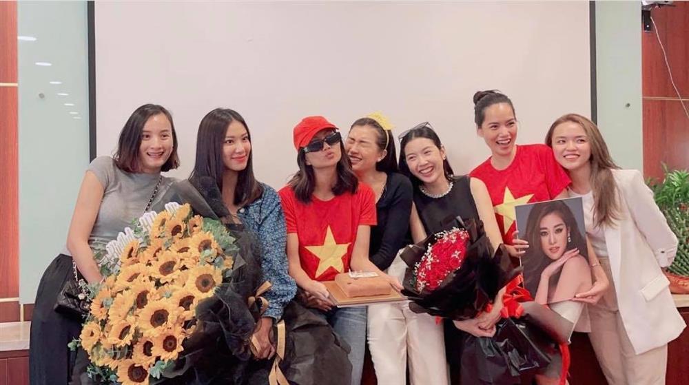 Khánh Vân có chia sẻ đầu tiên sau Bán kết Miss Universe 2020, nói 1 câu mà dàn sao Vbiz đồng loạt trầm trồ và động viên-6