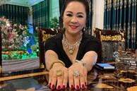Bà Phương Hằng show cận cảnh 2 cục hột xoàn to như hột mít, chứng minh không nói 'điêu' chuyện kim cương tính bằng kí
