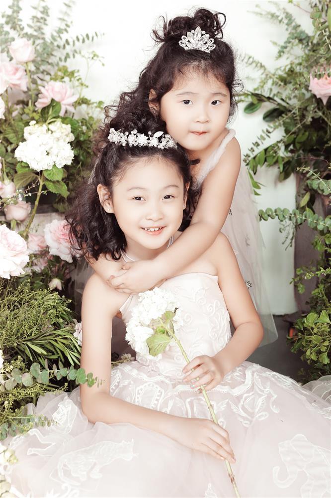 Hoa hậu Hương Giang nuôi con theo đúng kiểu mẹ bỉm hiện đại: Con gái lớn chân dài miên man, gái nhỏ bụ bẫm đáng yêu-4