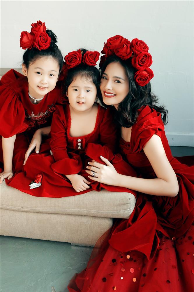 Hoa hậu Hương Giang nuôi con theo đúng kiểu mẹ bỉm hiện đại: Con gái lớn chân dài miên man, gái nhỏ bụ bẫm đáng yêu-5