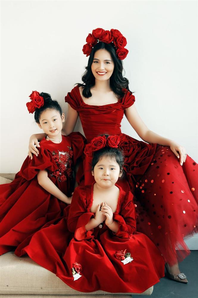 Hoa hậu Hương Giang nuôi con theo đúng kiểu mẹ bỉm hiện đại: Con gái lớn chân dài miên man, gái nhỏ bụ bẫm đáng yêu-6