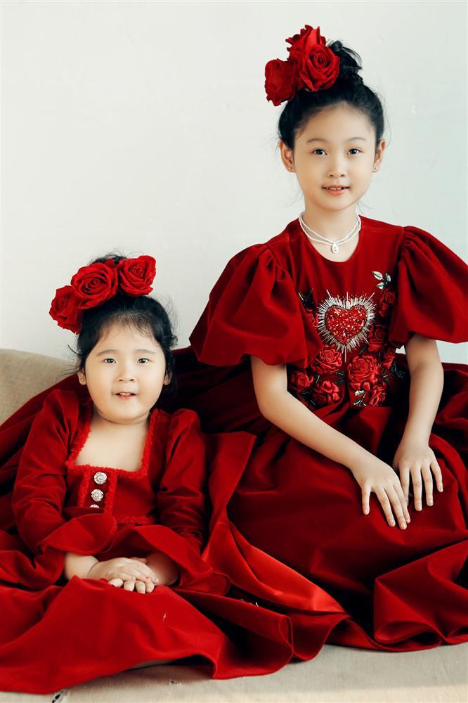 Hoa hậu Hương Giang nuôi con theo đúng kiểu mẹ bỉm hiện đại: Con gái lớn chân dài miên man, gái nhỏ bụ bẫm đáng yêu-7