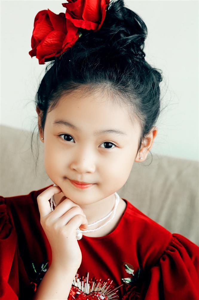 Hoa hậu Hương Giang nuôi con theo đúng kiểu mẹ bỉm hiện đại: Con gái lớn chân dài miên man, gái nhỏ bụ bẫm đáng yêu-8