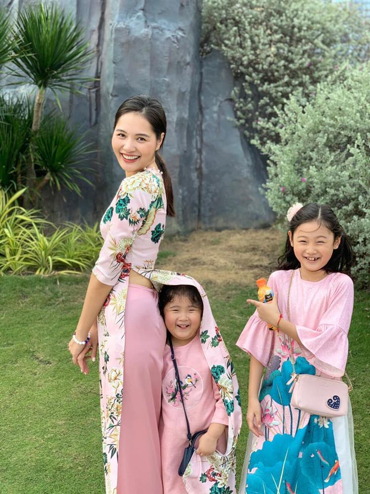 Hoa hậu Hương Giang nuôi con theo đúng kiểu mẹ bỉm hiện đại: Con gái lớn chân dài miên man, gái nhỏ bụ bẫm đáng yêu-11