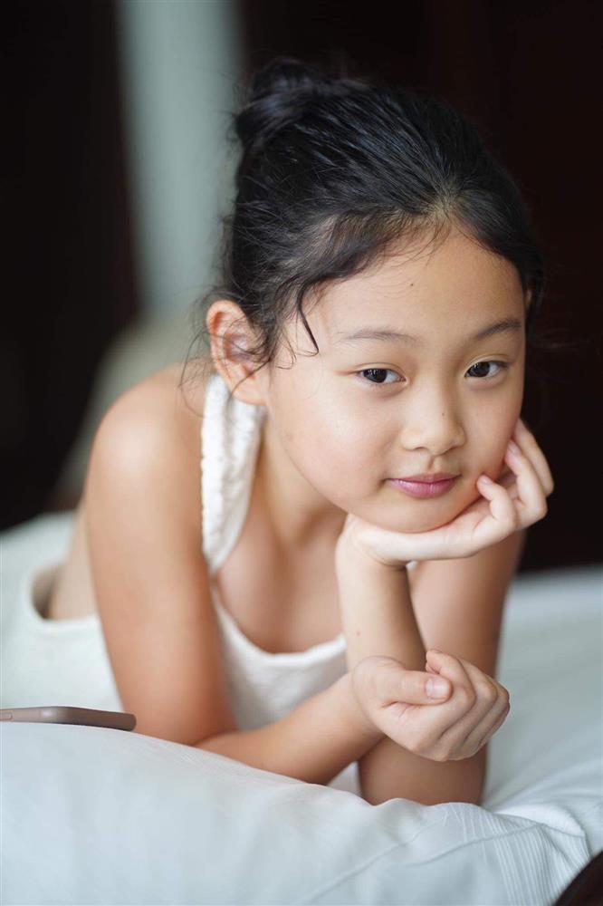 Hoa hậu Hương Giang nuôi con theo đúng kiểu mẹ bỉm hiện đại: Con gái lớn chân dài miên man, gái nhỏ bụ bẫm đáng yêu-14