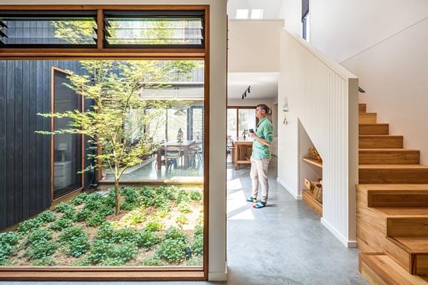Thiết kế giếng trời cho biệt thự 74m2, kiến trúc hiện đại tự nhiên đến mọi ngóc ngách-8