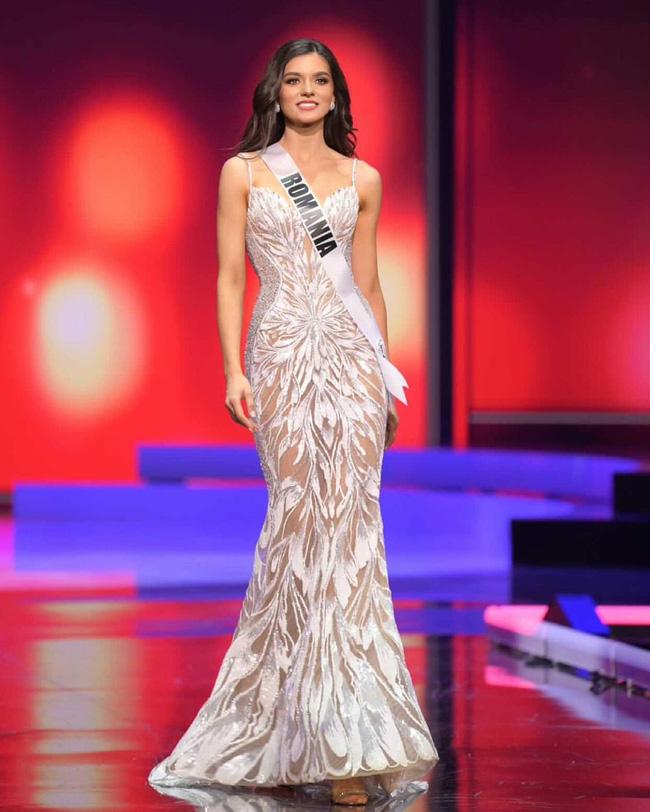 Ngoài Hừng Đông của Khánh Vân, đây là Top 10 bộ đầm dạ hội đẹp nhất Bán kết Miss Universe 2020-4