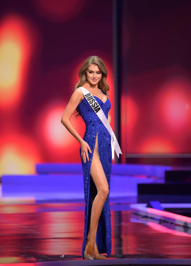 Ngoài Hừng Đông của Khánh Vân, đây là Top 10 bộ đầm dạ hội đẹp nhất Bán kết Miss Universe 2020-11