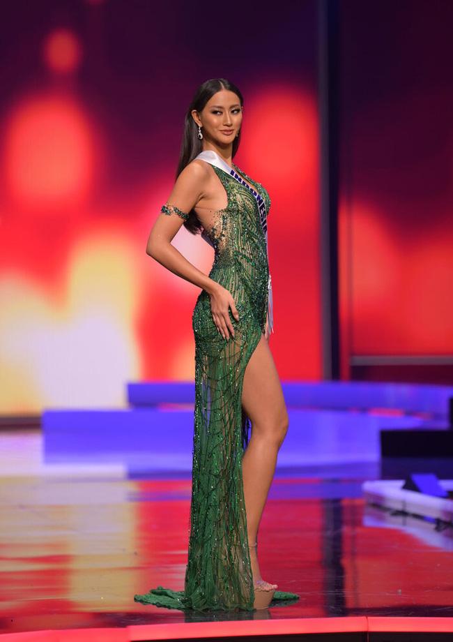 Ngoài Hừng Đông của Khánh Vân, đây là Top 10 bộ đầm dạ hội đẹp nhất Bán kết Miss Universe 2020-10