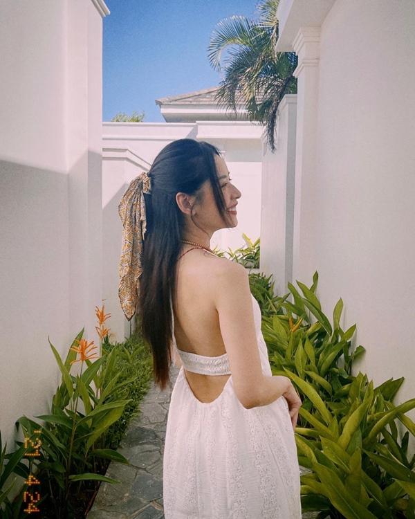 Mãn nhãn với 4 cách buộc tóc của sao Việt: Mùa hè áp dụng thì cực gọn mát, visual còn lên hương-10
