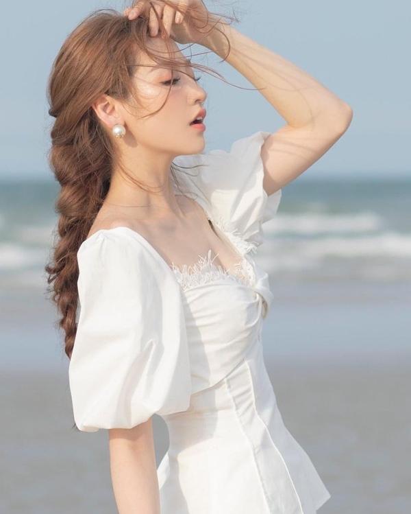 Mãn nhãn với 4 cách buộc tóc của sao Việt: Mùa hè áp dụng thì cực gọn mát, visual còn lên hương-16