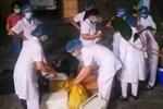 Thuê thợ tới làm cửa, người đàn ông 74 tuổi dương tính SARS-COV-2