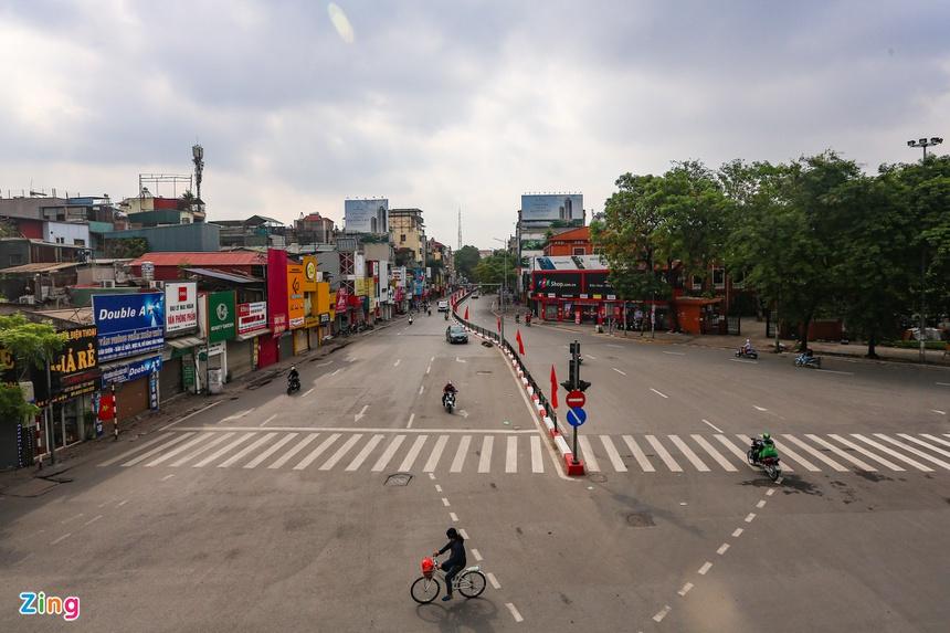 Phố phường Hà Nội vắng vẻ-1