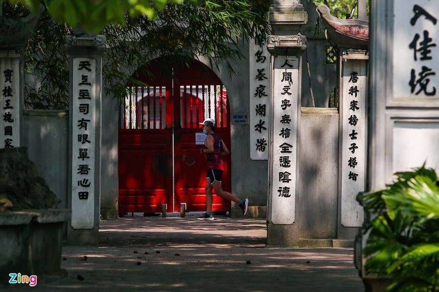Phố phường Hà Nội vắng vẻ-6