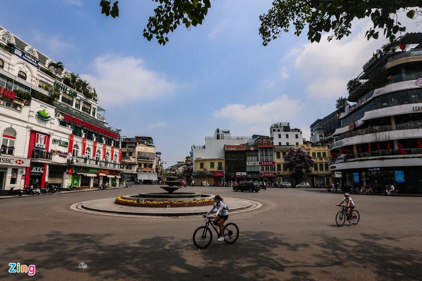 Phố phường Hà Nội vắng vẻ-7