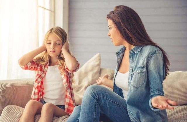 Khi bịmắng mỏ, tại sao trẻ luôn cúi đầu không nói gì? Hóa ra đây là cơ chế tựbảo vệ, cha mẹ đừng kích động mà làmtổn thương con-4