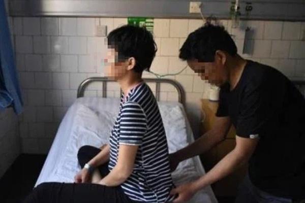 2 vợ chồng cùng mắc ung thư phổi, nguyên nhân chính là do thói quen tai hại của người chồng trước khi đi ngủ-2