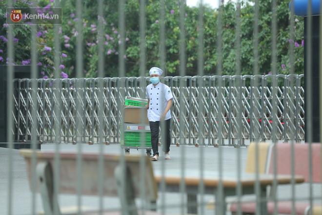 Cận cảnh phong tỏa công ty Hosiden - ổ dịch hơn 200 ca Covid-19 ở Bắc Giang-9