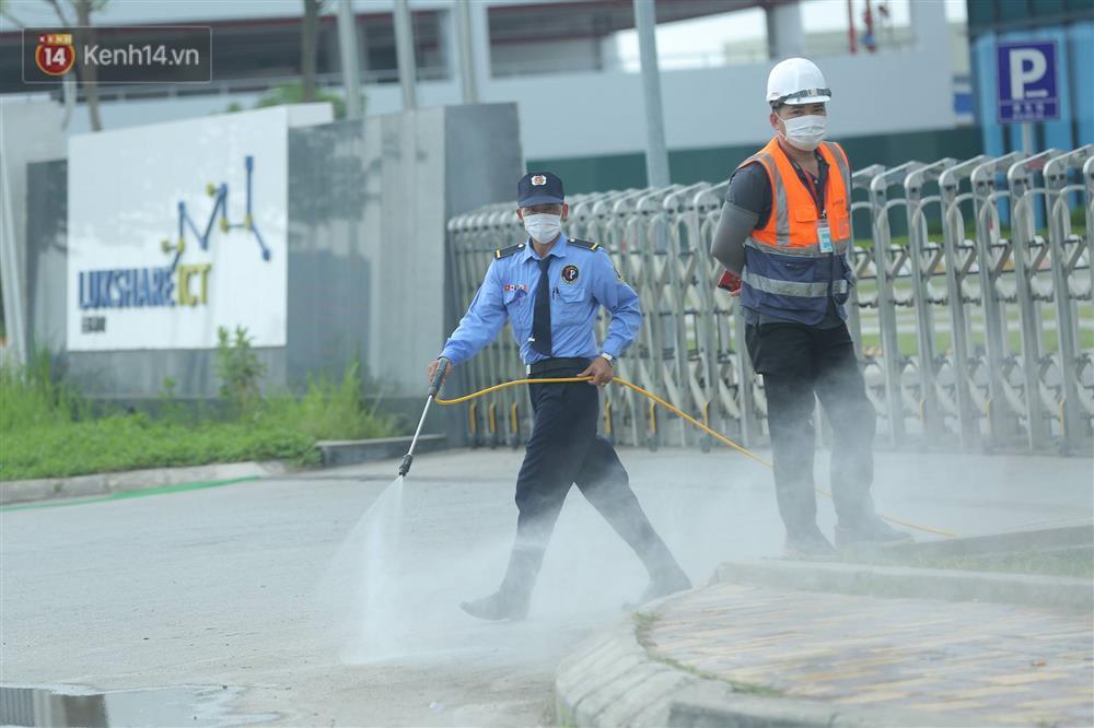 Cận cảnh phong tỏa công ty Hosiden - ổ dịch hơn 200 ca Covid-19 ở Bắc Giang-16
