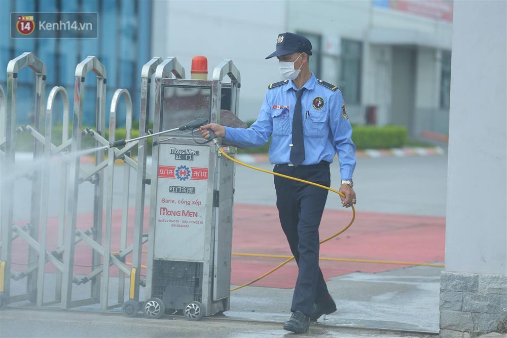 Cận cảnh phong tỏa công ty Hosiden - ổ dịch hơn 200 ca Covid-19 ở Bắc Giang-17