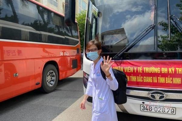 7 tiếng không ngơi nghỉ của thầy trò trường y tại điểm nóng Bắc Giang-3