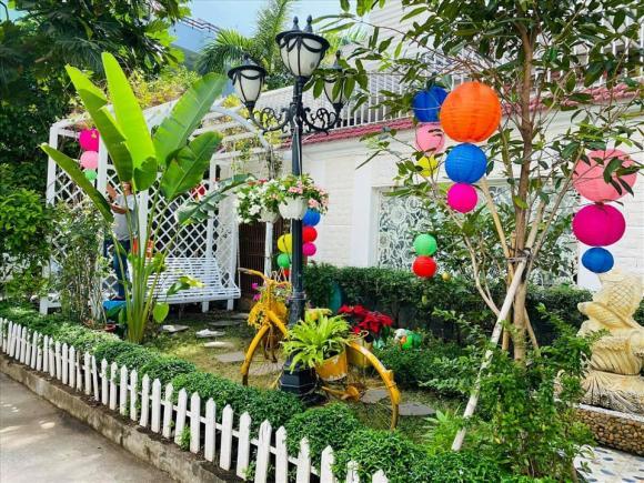 Vy Oanh khoe khu vườn ngập hoa thơm, cây ăn quả trĩu trái trong biệt thự rộng 1400m2-14