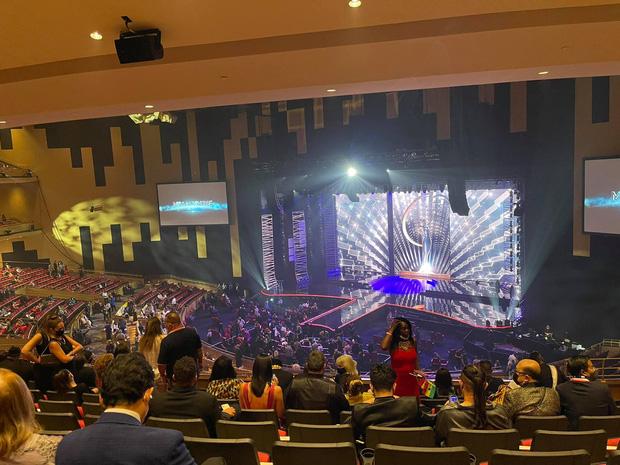 CEO tháp tùng Khánh Vân tại Miss Universe 2020 lại gây crush cực mạnh với ngoại hình bảnh bao-3