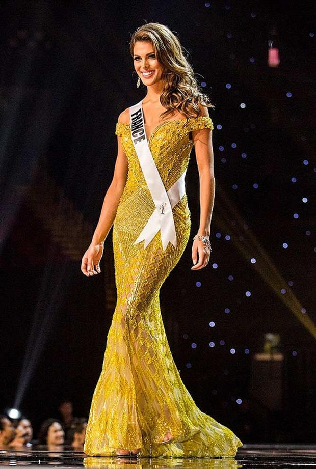 """Khánh Vân mặc váy Tái Sinh"""" tại chung kết Miss Universe 2020, netizen thắc mắc 1 điều về đôi giày-8"""