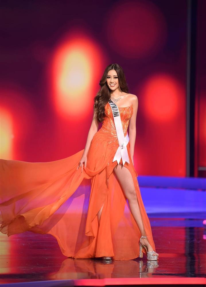 """Khánh Vân mặc váy Tái Sinh"""" tại chung kết Miss Universe 2020, netizen thắc mắc 1 điều về đôi giày-9"""
