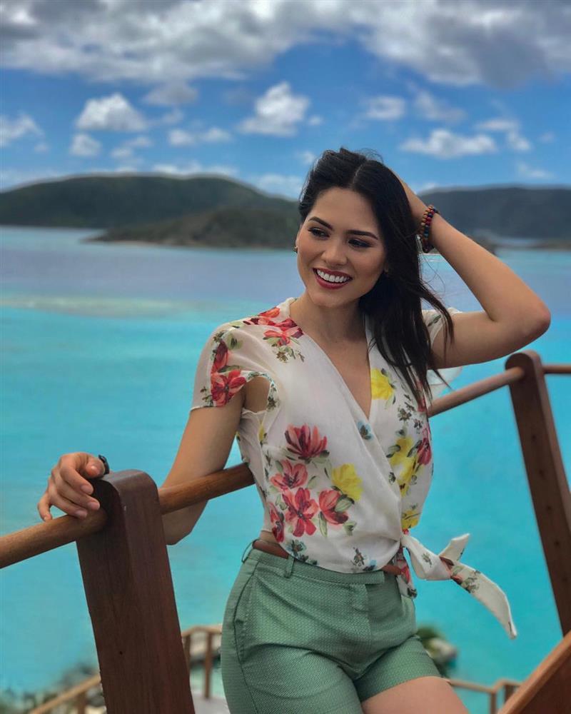 Style đời thường của Tân Hoa hậu Hoàn vũ Mexico: Chuẩn bánh bèo chúa khi diện toàn váy áo hoa lá hẹ-6