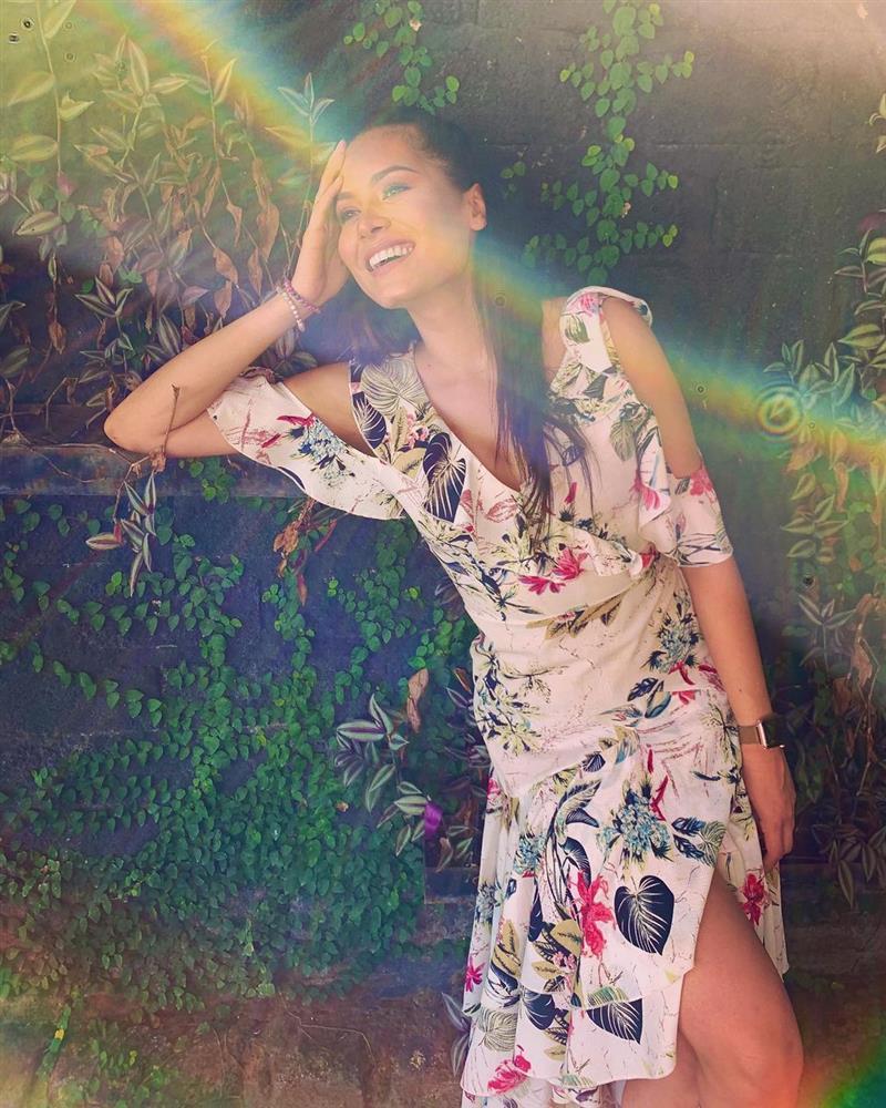 Style đời thường của Tân Hoa hậu Hoàn vũ Mexico: Chuẩn bánh bèo chúa khi diện toàn váy áo hoa lá hẹ-10