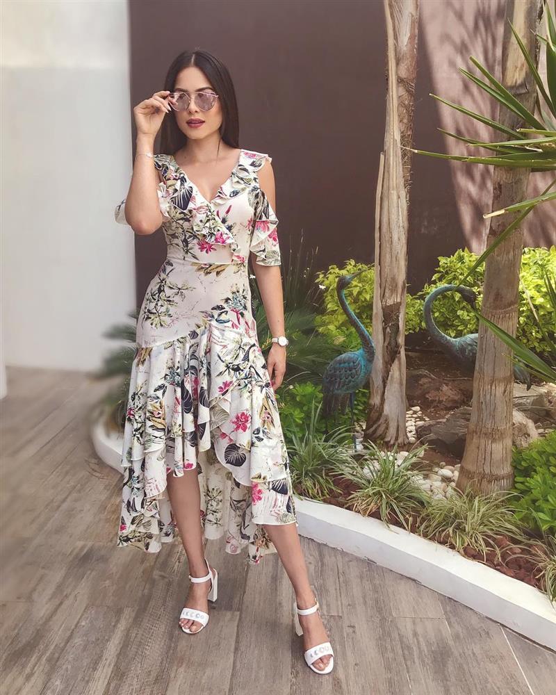 Style đời thường của Tân Hoa hậu Hoàn vũ Mexico: Chuẩn bánh bèo chúa khi diện toàn váy áo hoa lá hẹ-7