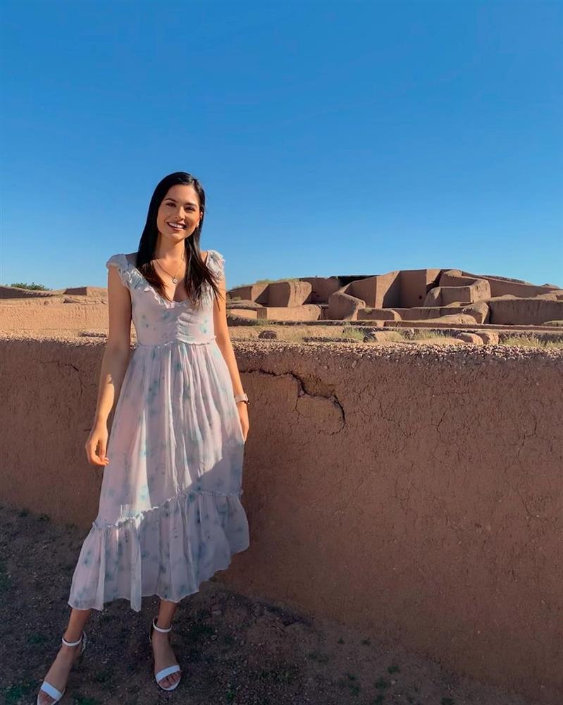 Style đời thường của Tân Hoa hậu Hoàn vũ Mexico: Chuẩn bánh bèo chúa khi diện toàn váy áo hoa lá hẹ-9