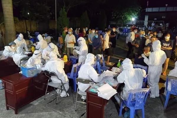 Bắc Ninh 3 bệnh nhân COVID -19 phải thở máy-1