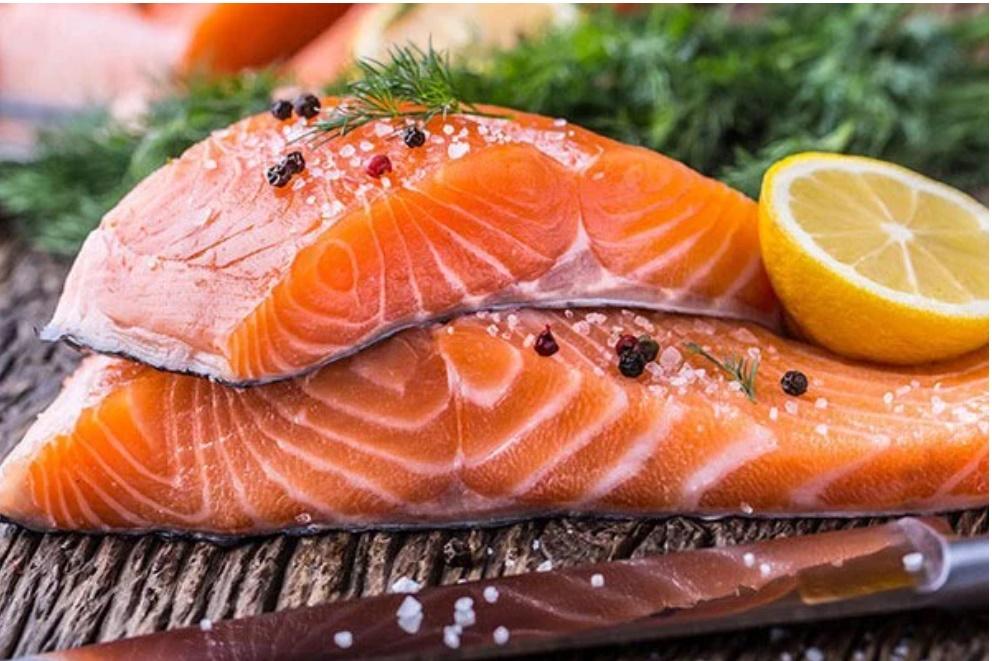 Mua cá hồi cứ nhắm trúng điểm vàng này, đảm bảo cá vừa tươi vừa bổ dưỡng gấp nhiều lần-1