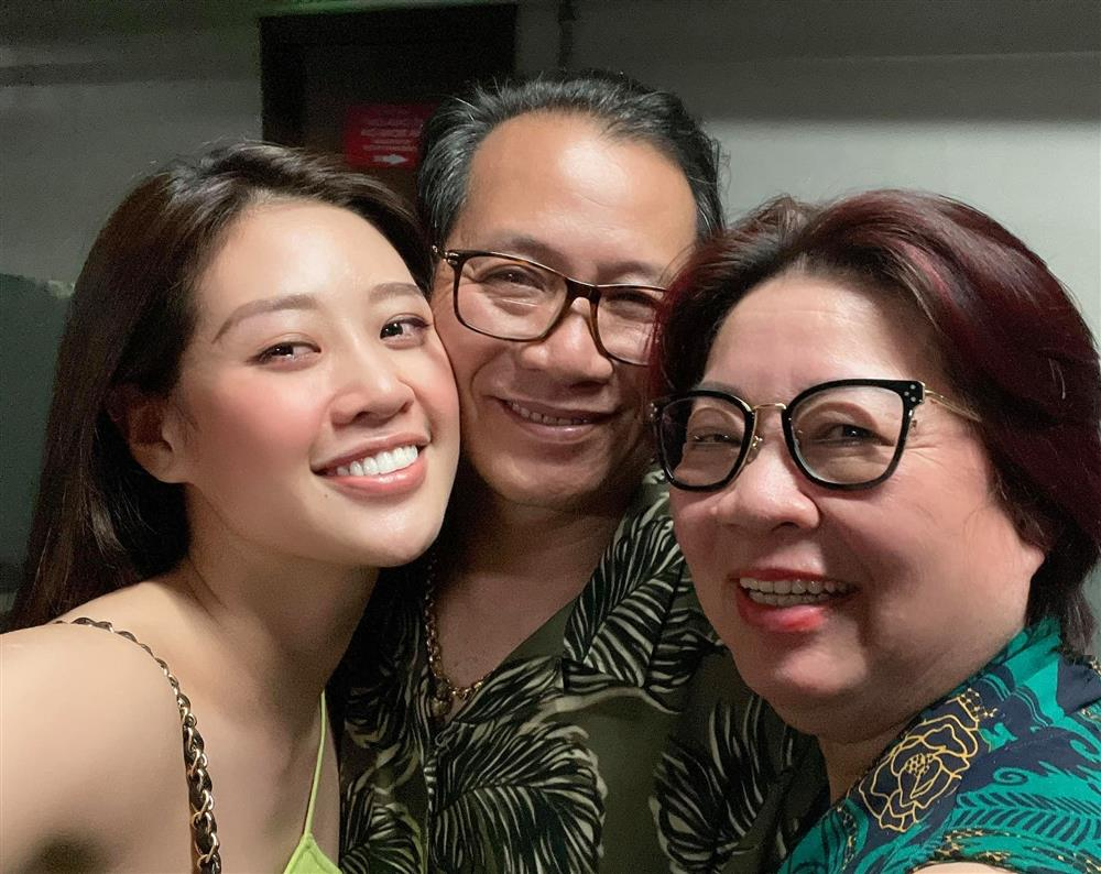 Khánh Vân từng trả lời: Em chẳng có gì ngoài một trái tim yêu thương, xem cách bố mẹ dạy mới hiểu tại sao hoa hậu luôn được khen đẹp cả người cả nết-5
